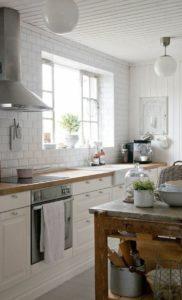 cuisine-campagnarde-rustique-mur-blanc